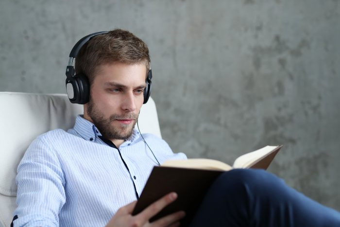 Man listening to vietnamese podcasts