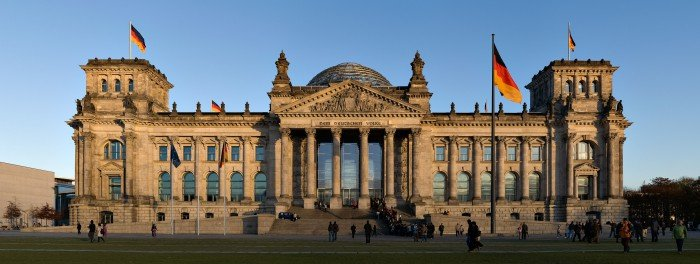 4096px-Reichstag_building_Berlin_view_from_west_before_sunset