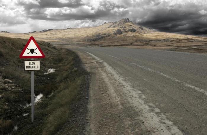Minefield_road_sign_-_Falkland_Islands